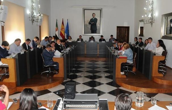 La Diputación de Cáceres aprueba el pago de la deuda financiera y aplaza a otro Pleno la carrera profesional