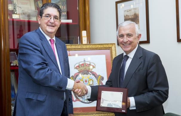 El Colegio de Abogados homenajea al letrado José Manuel Castro por su colaboración con la revista 'La Toga'