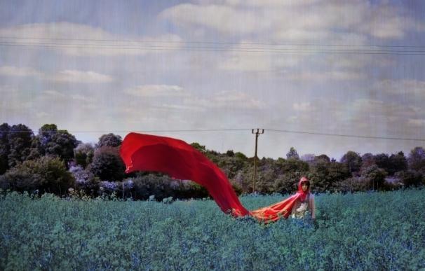La fotógrafa extremeña Sonya Hurtado expone en Londres su original visión sobre doce cuentos infantiles