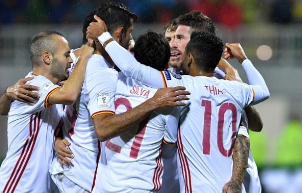 España derriba el muro de Albania y vuelve a ser líder a base de fútbol y goles