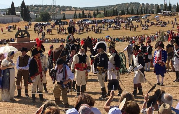 Medio millar de personas recrean en la localidad la batalla de Bailén de 1808