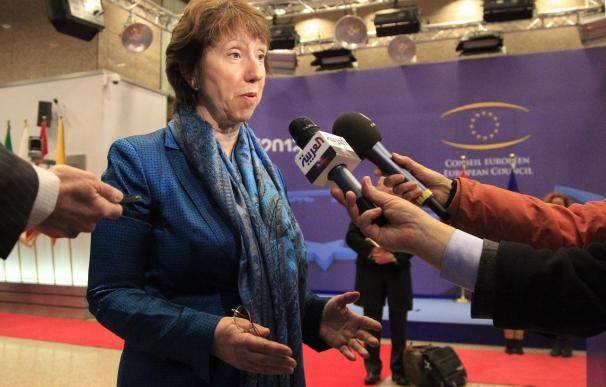 La UE endurece su acoso económico a Al Asad y reclama unidad a la oposición