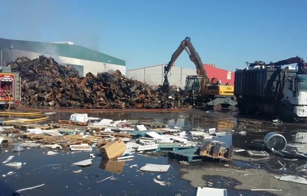 UGT apunta que el fuego en una planta de Aznalcóllar comenzó mientras una máquina hacía trabajos de desguace