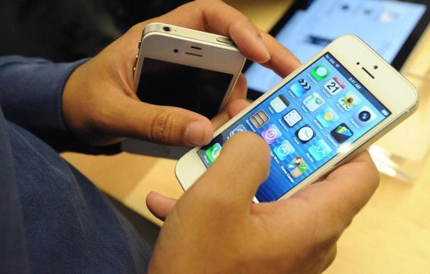 Miles de trabajadores se declaran en huelga y paralizan la producción del iPhone 5