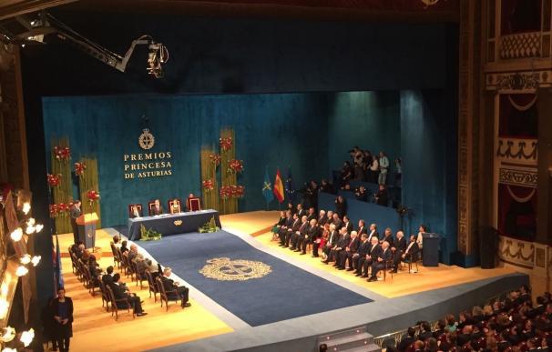 """Concluye la ceremonia de 2016, en la que el Rey que ha reivindicado una España """"alejada del pesimismo"""""""