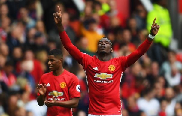 El Manchester United arrasa (4-1) al Leicester y Pogba marca su primer gol