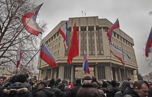El Parlamento de Crimea aprueba una consulta para lograr una mayor autonomía y cesa al Gobierno