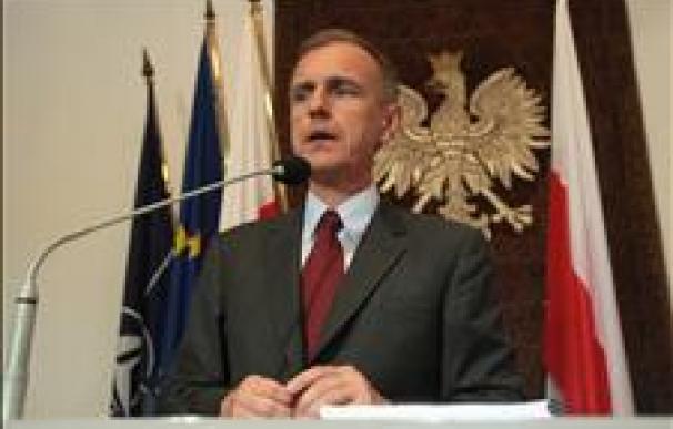 Dimite el ministro de Defensa polaco por el accidente aéreo de Smolensk
