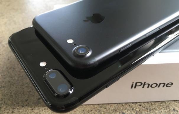 Los 'applemaníacos' se quejan de problemas en sus nuevos Iphones 7