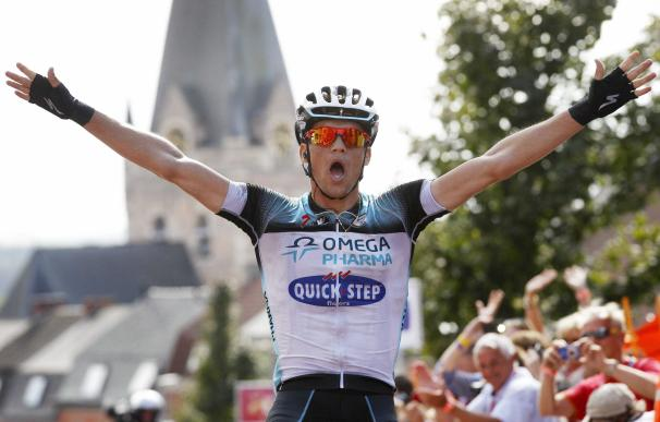 El ciclista checo Zdenek Stybar celebra su triunfo en la séptima etapa del Eneco Tour