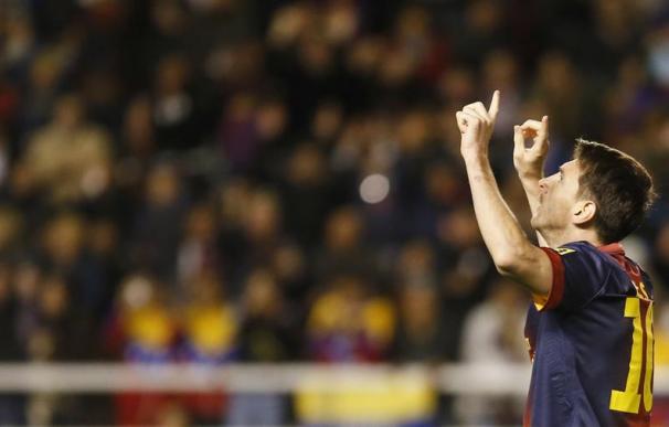 Messi consigue su gol 301 como profesional con el Barça, líder en solitario