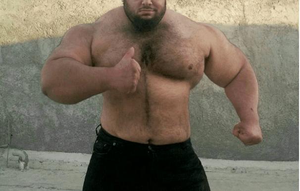 El Hulk iraní hace campaña en las redes sociales para convertirse en luchador de la WWE
