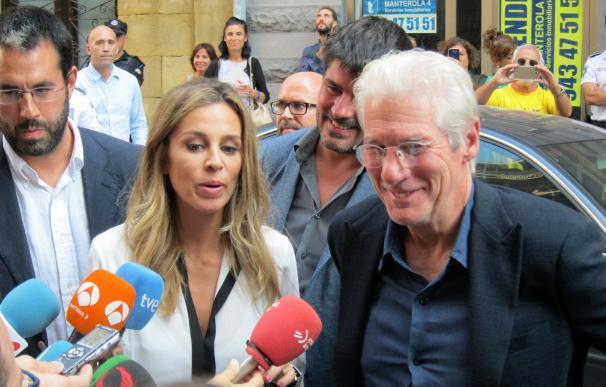 Richard Gere visita en San Sebastián un centro de atención a personas sin hogar de la asociación RAIS