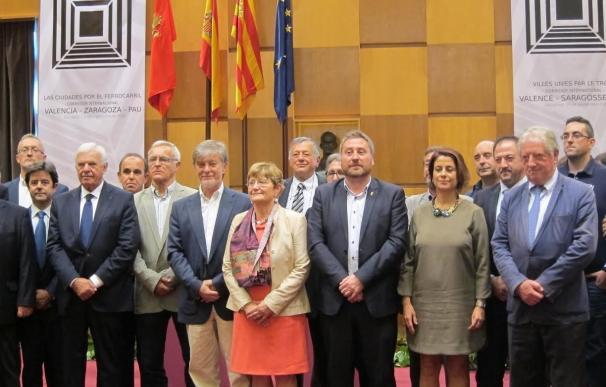 """El corredor ferroviario Valencia-Zaragoza-Pau supondrá """"un empujón económico y cultural"""", según Santisteve"""