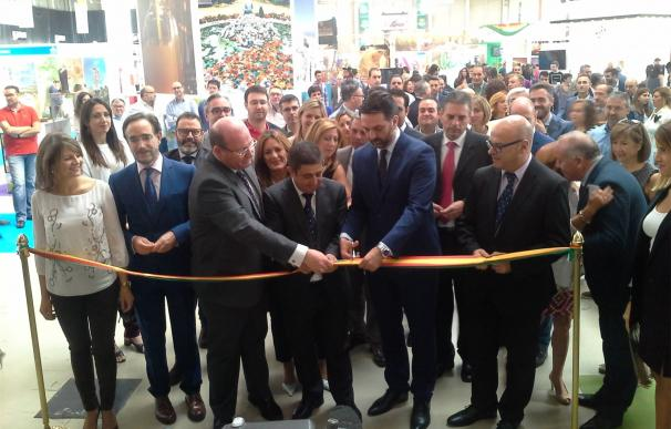 Reyes destaca la buena marcha del sector turístico en la provincia