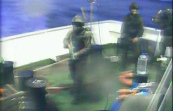 Fotograma del asalto de comandos israelíes al Mavi Marmara en mayo de 2010