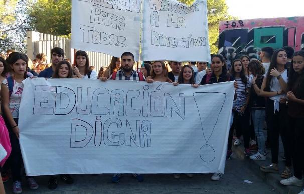 Carta del alcalde de Coria a la consejera de Educación en demanda de mejoras en los colegios
