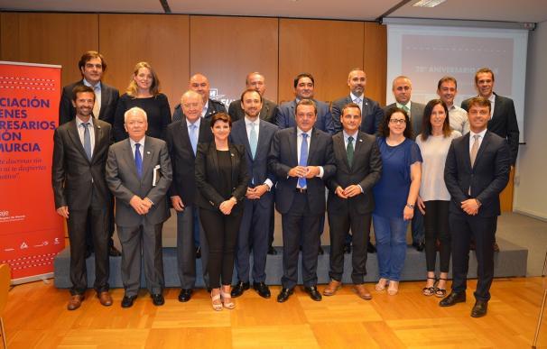 AJE Región de Murcia inicia los actos con motivo de su 20 aniversario reconociendo la labor de sus fundadores
