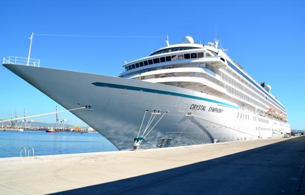 El Puerto de Tarragona recibe por segunda vez el crucero Crystal Symphony, con mil pasajeros