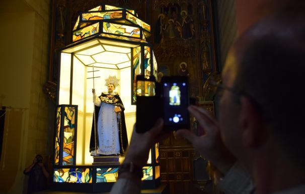 Un nuevo farol, dedicado a Santo Domingo de Guzmán, iluminará el Rosario de Cristal
