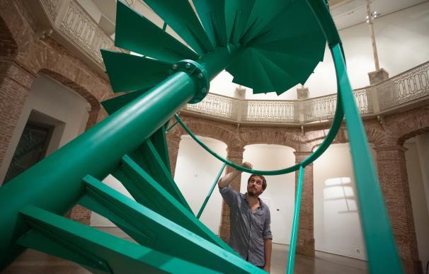 'El rayo verde' de Fermín Jiménez Landa se materializa en La Gallera como una escalera inclinada de 13 metros