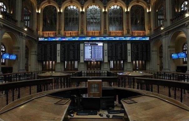 El Ibex pierde un 1,93%, por debajo de los 8.700 puntos, lastrado por Telefónica y la banca