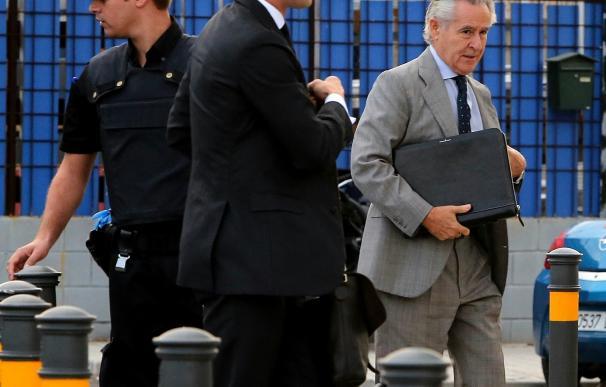 """Blesa indica que no dijo """"ni una palabra"""" de las black al llegar a Caja Madrid pero sí decidió después subir el límite"""