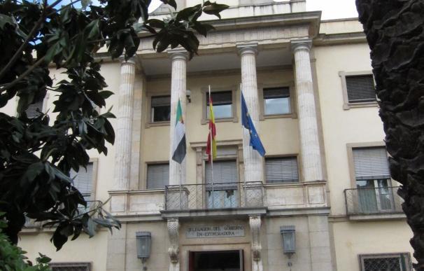 """La Delegación del Gobierno en Badajoz, acordonada tras localizar una caja """"sospechosa"""", que estaba vacía"""