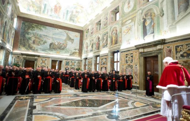 La sastrería Gammarelli confecciona 3 sotanas papales de 3 tallas distintas