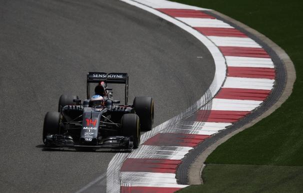 Alonso se consolida en la zona noble en una jornada dominada por Hamilton