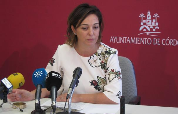 """La alcaldesa de Córdoba sobre la situación en el PSOE: """"Las normas están para cumplirse"""""""