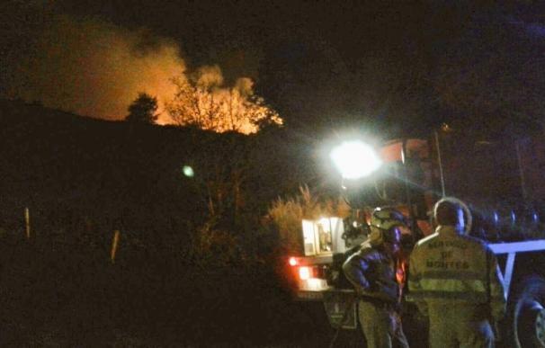 Continúa activo el incendio forestal de Ruerrero (Valderredible) aunque con menor virulencia