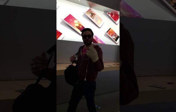 A golpes contra las estanterías en una Apple Store de Francia