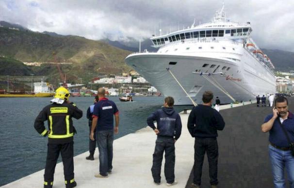 Cinco fallecidos y 3 heridos al caer al mar un bote de un crucero en La Palma