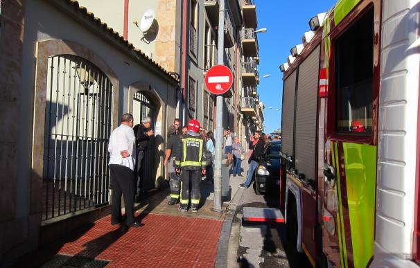 Un ordenador portátil cargando sobre un sofá, causa del incendio con seis intoxicados en Salamanca