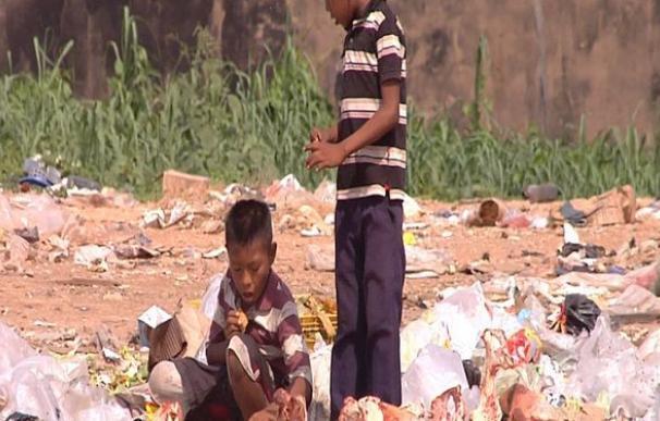 Una postal de Venezuela que se repite cada vez más: niños buscando comida
