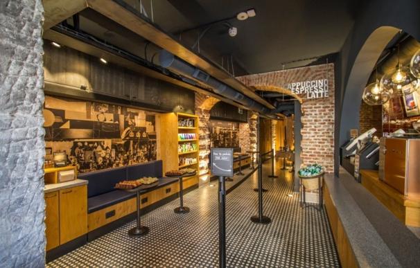 Starbucks abre nueva tienda en el centro de Madrid, frente al Mercado de San Miguel