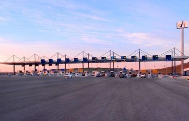 Las autopistas radiales pendientes de cierre disparan hasta un 18% su tráfico este verano
