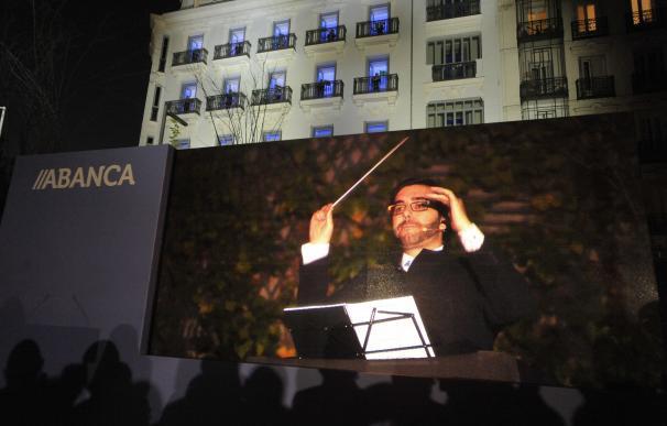 """Abanca celebra la apertura de su nueva sede con un concierto """"vertical"""" de música clásica en los balcones del edificio"""