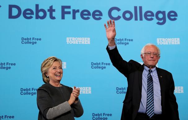 Clinton trata de ganarse el voto joven en un acto de campaña junto a Sanders