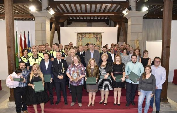 La Policía Municipal entrega 8 medallas de servicios distinguidos, 33 felicitaciones y 16 reconocimientos ciudadanos