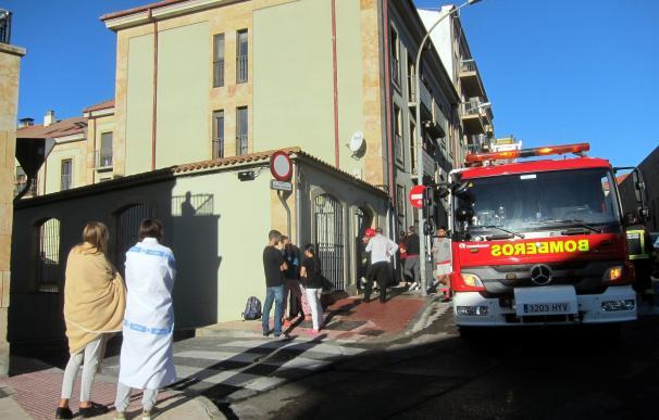 Evacuado un edificio en Salamanca por el incendio en el interior de una de las viviendas