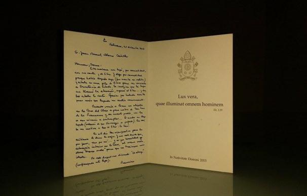 """Un escritor español subasta en ebay una carta del Papa Francisco por su situación de """"precariedad"""""""