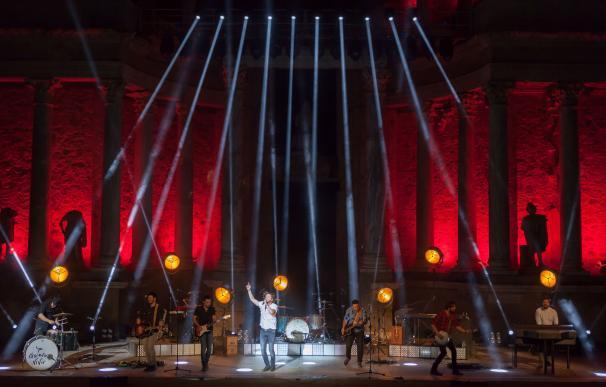 Manuel Carrasco emociona al público que llena el Teatro Romano de Mérida