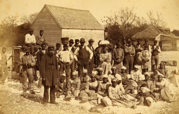 Imagen de un grupo de esclavos en la segunda mitad del siglo XIX en Estados Unidos