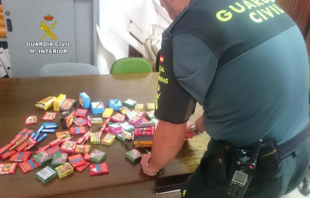 La Guardia civil interviene más de 1.500 artefactos pirotécnicos en un establecimiento