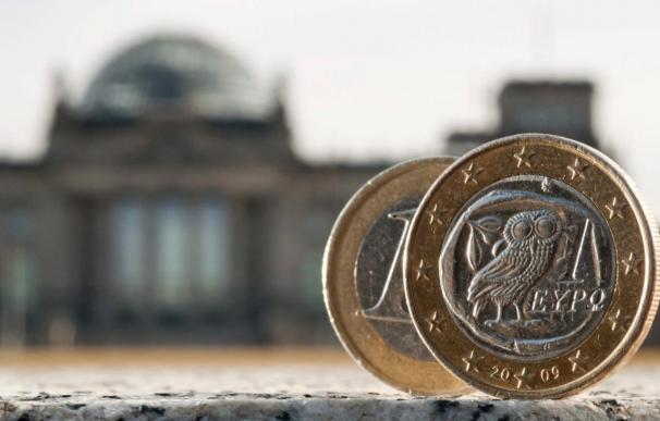 La confianza económica sigue cayendo en la eurozona pero se estabiliza en la UE