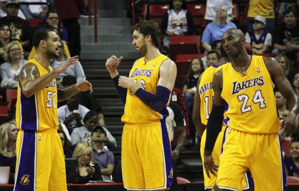 91-99. Los Lakers decepcionan en su estreno ante unos mermados Mavericks