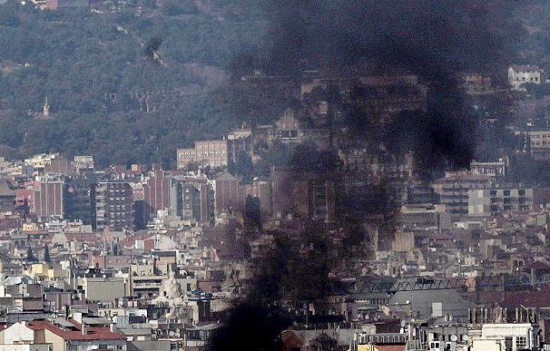 Los Mossos cargan contra los estudiantes en la manifestación de Barcelona