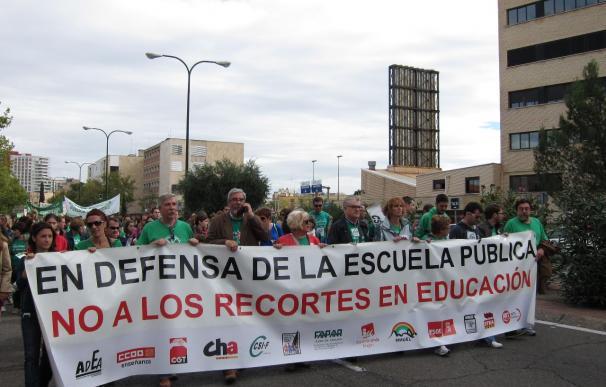 """Miles de personas expresan en Zaragoza su rechazo a la LOMCE, """"lesiva para la escuela pública"""""""